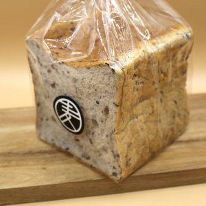 十七穀食パン (1斤)