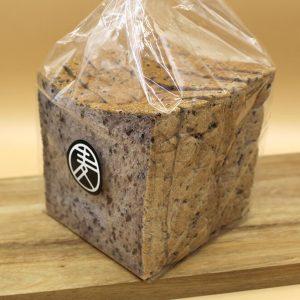 黒米食パン (1斤)